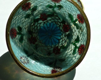 Exquisite Plique-A-Jour Japanese Shotai-Jippo Round Box with Roses, Chrysanthemum and Heart