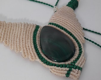 Macrame Necklace with natural stone: malachite