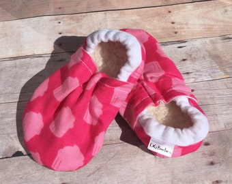 Cupcake booties, Cupcake Moccs, Pink Booties, Cupcake soft sole shoe, Baby Shower Gift, Girl Booties, Pink Crib Shoes, Pink Moccs