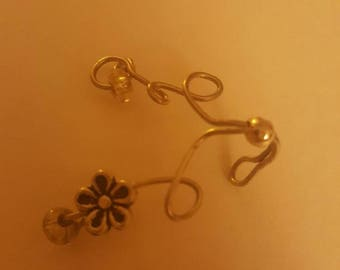 Long sleved ear cuff silver with silver beads and silver flower