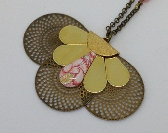 Flower necklace resin, printed and shape.
