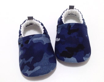 Camo Baby Shoes, baby moccs, Soft Sole Shoes, baby boy shoes, Toddler moccasins, Baby Shower Gift, camouflage, rubber sole shoes