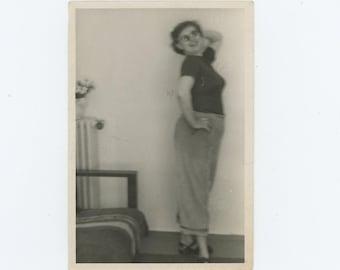 Pin Up Pose, c1940s-50s: Vintage Snapshot Photo  (72552)