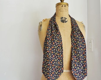 Gieves and Hawkes Mens silk ascot scarf cravat tie Blue with Paisley pattern