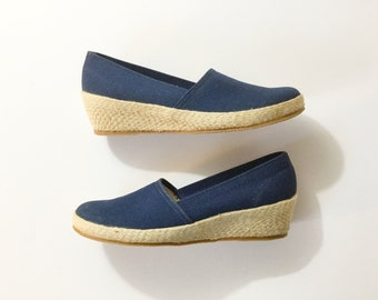 Canvas wedges, navy blue canvas shoes,  Vtg Grasshopper style, Vtg Espadrilles style, vtg canvas shoes,
