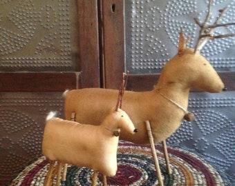 Primitive Reindeer Shelf Sitter/Tuck
