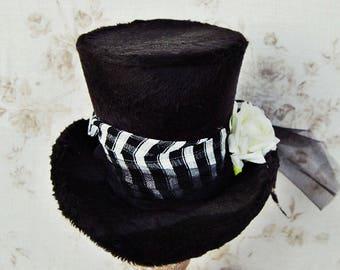 Mini top hat 'Check Mate'