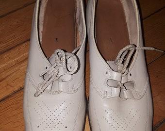 Vintage 60s 70s Victorian romantic mod Oxford heels size 12 prairie shoes cream