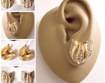 Monet Crystal Flower Discs Clip On Earrings Gold Tone Vintage Swirl Smooth Graduated Accent Bands Brushed Backs Comfort Paddles