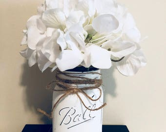 Mason jars decor ! Wedding decor, fall flowers decor, seasonal decor! Jars decor!