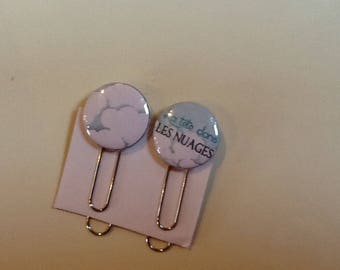 Set of two paper clips bookmark head in clouds