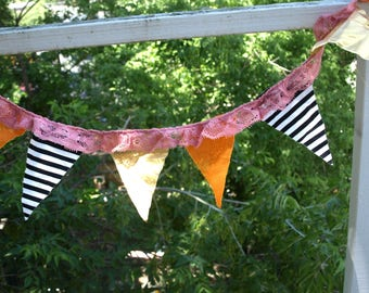 Party flags: pink frill