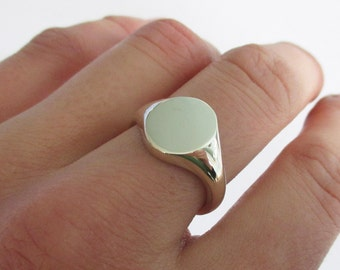 Solid 9ct white gold signet ring