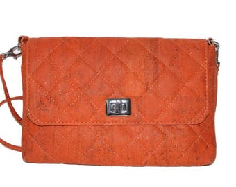 Pouchete in Cork with removable strap