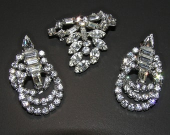 Perfect for Weddings or Brides!  Gorgeous Vintage Sparkling Brooch and Earrings!
