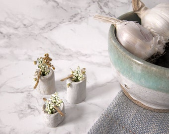 Minimalist Mini Concrete Flower Vase - Small Flower Vase - Plant Holder - Small Objects, Table Centerpiece , hammered brass vase, home decor