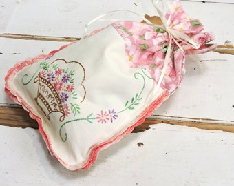 Linen Fabric Gift Bag, Vintage Floral Textile Embroidered Cloth Travel Storage Hosiery Jewelry Pouch, Reusable Gift Wrap itsyourcountry