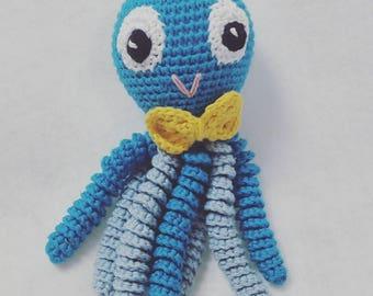 Octopus amigurumi for newborn blue with yellow bow-tie. Ganchillo-crochet Octopus.