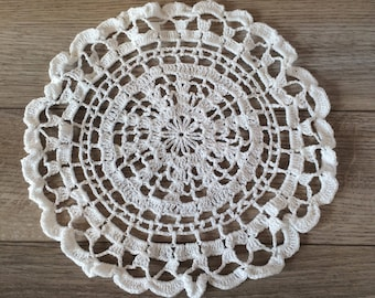 Shabby Chic White Round Doily, Cotton Crochet Doily, Vintage Doillies / Victorian, Shabby Chic, Cottage, French Country Decor