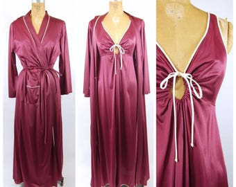 1970s Night Gown and Robe by Vassarette // Size 38 // Burgundy and Ivory Nylon - Slinky 70s Sleepwear Nightgown Dressing Gown key hole