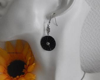 Earrings caps black pleated flower shape