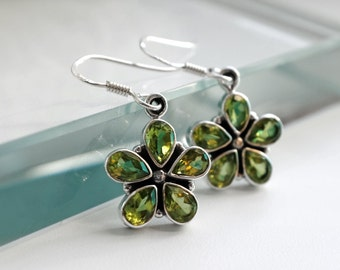 Green gift women, bridesmaids gifts Flower Earrings, Birthday gift for mother August Birthstone jewelry, Peridot Earrings personalized gifts