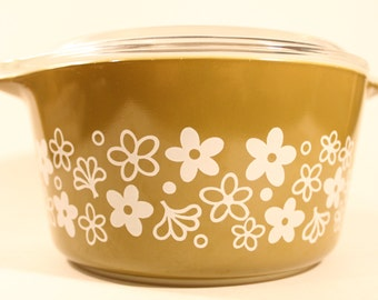 Vintage green Pyrex with lid, Spring Blossom green 1qt