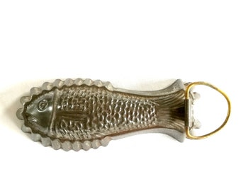Antique chocolate mold fish Tin from the 1950s, Old chocolate mold mold Cake mold chocolate mold, Mid century old tinplate