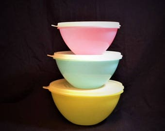 Tupperware Set of 3 Wonderlier Bowls with lids