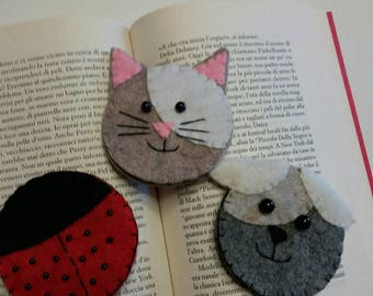Corner bookmarks made of felt