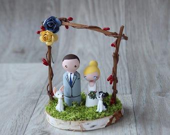 Wedding cake topper with dog: Custom Cake topper - Dog cake topper - Barn wedding - Bride and Groom - Moss wedding - Peg doll cake topper