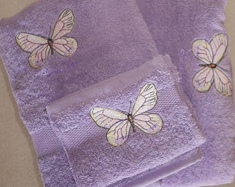 Set of 2 bath towels + glove, embroidered with butterfly and name