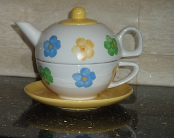 Bold Floral Tea for One