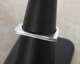 Vintage Sterling Modernist Square ring    Size 8