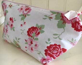 Cosmetic toiletry bag roses flower