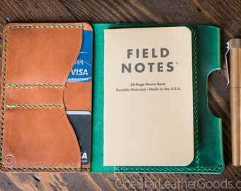 "DISCOUNT - Field Notes wallet with pen sleeve ""Park Sloper Senior"" Horween Chromexcel leather - green / chestnut"