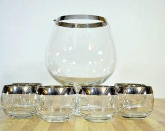 Mitte des Jahrhunderts inspiriert Roly Poly Gläser und großen Kelch Krug Silberband Dorothy Thorpe Stil Cocktail Servier Set
