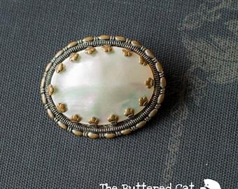 Vintage Mother-of-pearl brooch, simple elegance