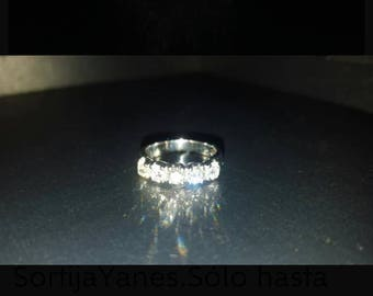 18 carat diamond ring with brilliant carving diamonds