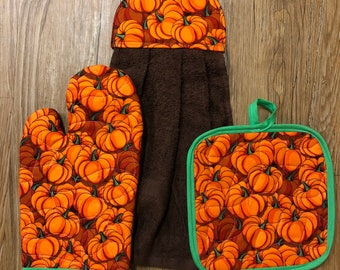 Pumpkin/Fall/HalloweenTheme Oven Mitt, Pot Holder and Hanging Towel Kitchen Set
