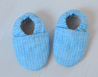 Bright blue baby crib shoes,  baby booties, baby moccasins, infant shoes, spring baby shoes, cotton fabric baby moccs