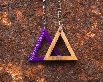 Wood Necklace Triangle Magenta