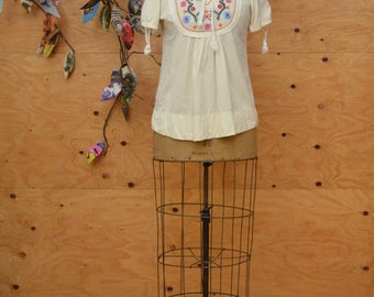 Vintage Ethnic 70's Creamy Blouse Embroidered Ethnic Style Tunic Top Short Sleeves SZ S