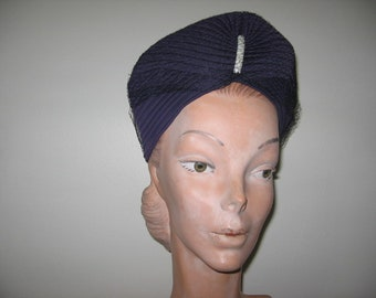 NEW LISTING / 1930's Purple Pleated Jersey Turban with Brooch!