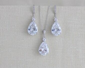 Crystal Bridal earrings, Wedding jewerly Set, Crystal necklace, Bridesmaid earrings, Bridesmaid jewelry, Simple Pendant necklace, Swarovski