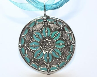 Round Stained Glass and Filigree Pendant (SGV-P8)