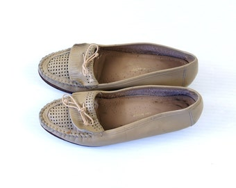 Sale vtg 80s tan CUT OUT perforated leather LOAFERS 6.5 oxfords flats boho shoes boho hippie preppy woven taupe