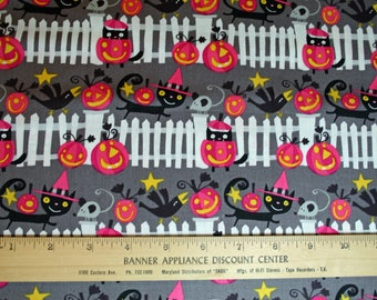 1 YARD David Walker Happy Halloween Fence in Vampire