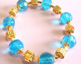 Aqua bleu Bracelet de perles pour les femmes, déclaration bleu et or Bracelet, Bracelet de perles de verre à facettes à la main, cadeau fête des mères