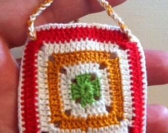 Granny squares pouch - small
